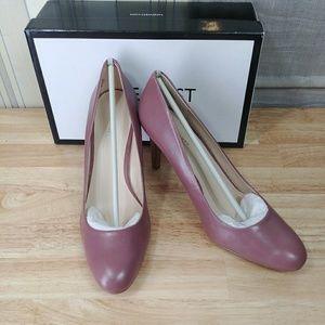 654d25ad8ba Nine West Shoes - Nine West Handjive Round Toe Pumps