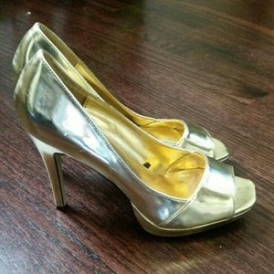 Gold heels. Size 7