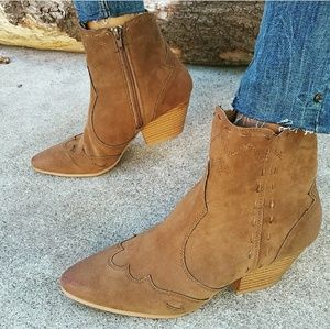 🆕//The Frankie// Taupe Western Gal booties