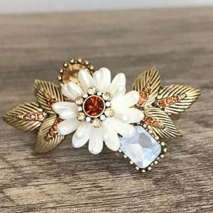 White flower double ring