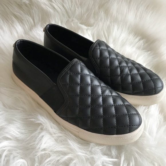 STEVE MADDEN 8 Ennore Black quilted slip on Flats!