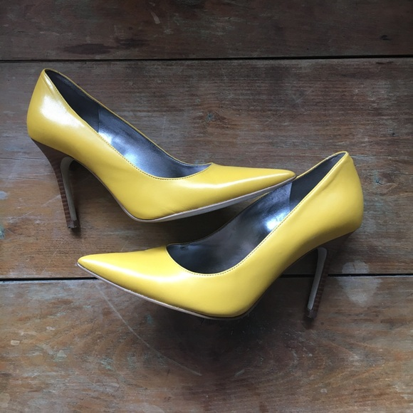 6a84855ef349 Marc Fisher Mustard Yellow Heels Pumps. M 5a03727dbcd4a70538080e55