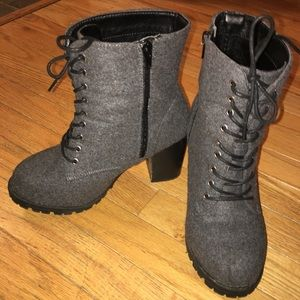 8W Grey Wool zip up/ lace up ankle boots