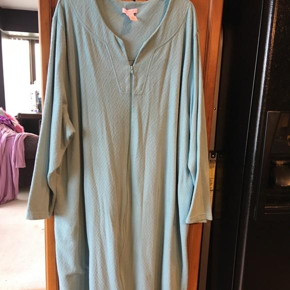 68819d97b9 Serenada Long Zip-front Robe. M 5a0395c6ea3f361746004aab