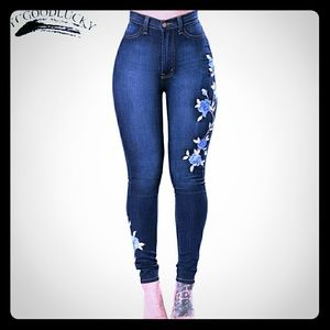 EMBROIDERED SKINNY JEANS. PLEASE READ DESCRIPTION.