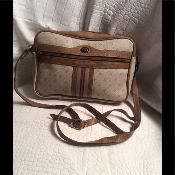 981138ce619 Gucci Handbags - Gucci purse 1 hr sale🎈