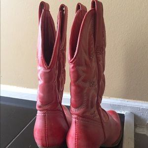 Pair of pink cow girl boots 👢