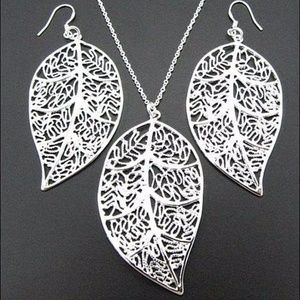 Jewelry - Silver plated leaf earring and necklace set