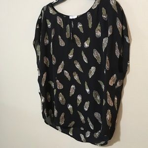 82e934bdccb310 Joie Tops - 🌜2 for  10 sale! Joie 100% Silk Feather Print Top