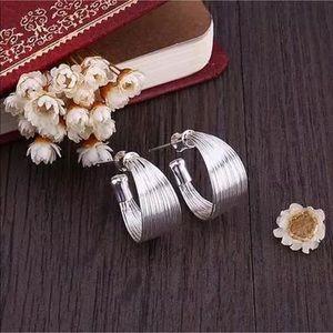 Jewelry - NWOT Silver Wire Band Hoop Earrings