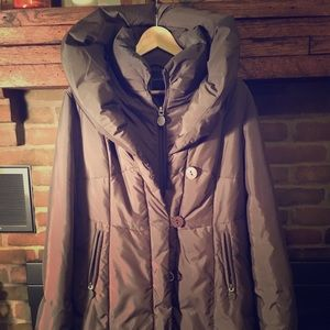 Tahari winter coat; olive green with modern collar