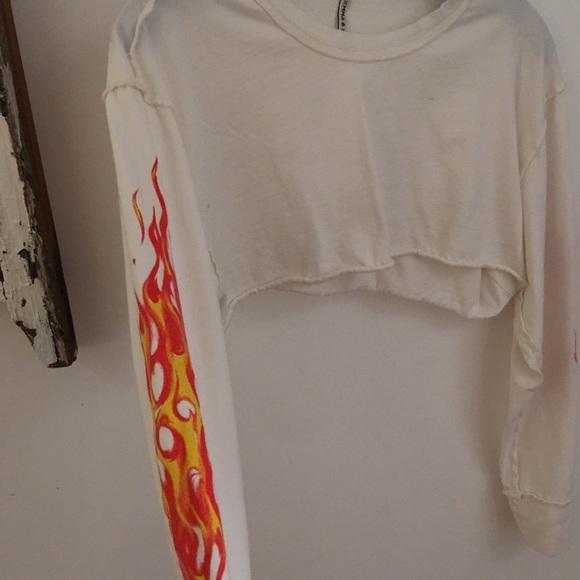 7cd5b176764315 LF Tops - Cropped flame shirt