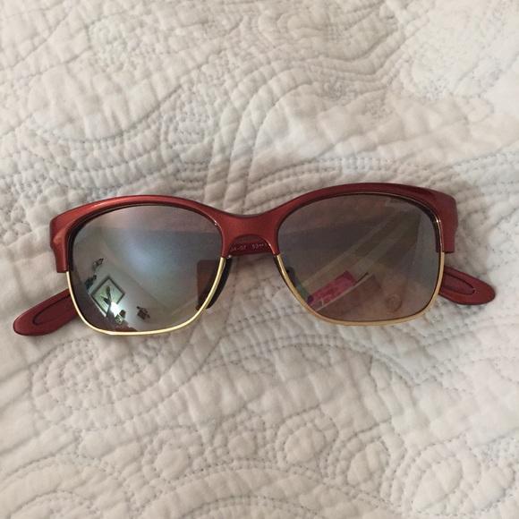 20e287e7c09 Oakley women s sunglasses. M 5a03f12236d594dc86022767