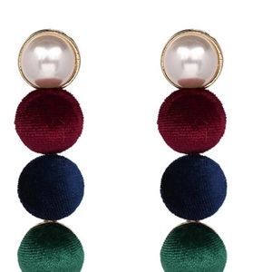 Long tassel pearl and ponpon earrings 2 colors