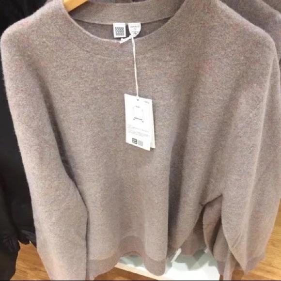 5546b39e5919e6 Uniqlo U soft lambs wool crewneck sweater. M_5a046c264e95a3ae44031edd