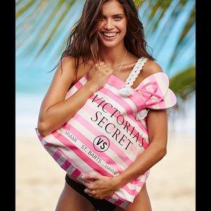 🆕😍 Victoria's Secret beach tote & flip flop set