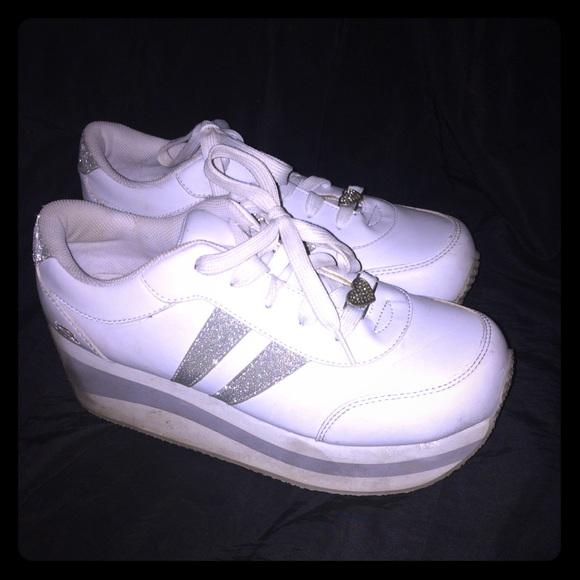 245d72ed5726 Vintage White Platform Skechers - Size 11. M 5a04799ed14d7bc5f2033eb6