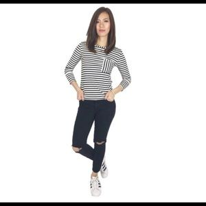 Super chic black and white stripe 3/4 sleeve top
