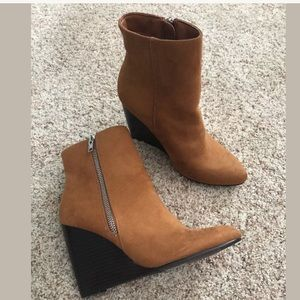 New forever 21 faux suede wedge booties boots 5.5