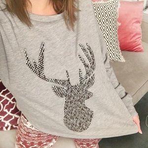 Tops - 🎄CHRISTMAS🎄Long sleeve tee w/ patterned reindeer