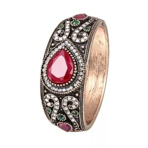 Jewelry - ⚡️SALE⚡️Vintage Fashion Bangle Cuff