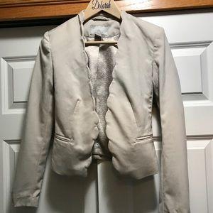 Jackets & Blazers - H&M beautiful beige blazer Size 6