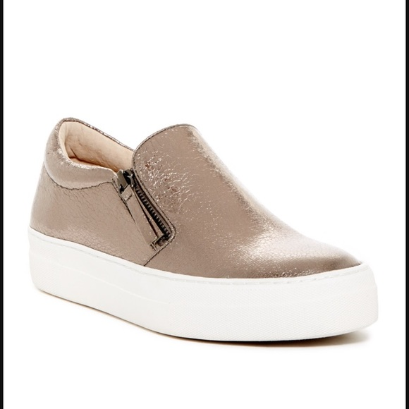 24fa5d8676c Steve Madden Glamour Zip Sneakers. M 5a04bad899086abdc3043c26