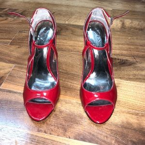 GUESS RED HEELS