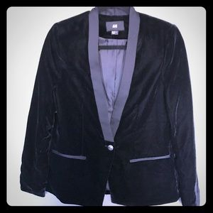 Jackets & Blazers - H&M beautiful classic velvet black blazer Size 8