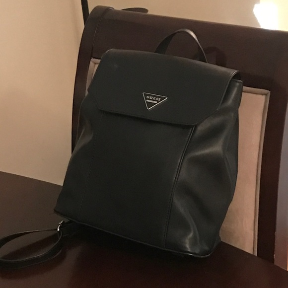 bf7bff21c280 🎒HOT AND STYLISH AUTHENTIC GUESS BACKPACK 🎒