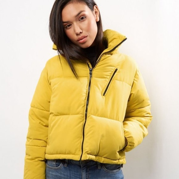 02a402757 New Look Cropped Puffer Jacket in Yellow