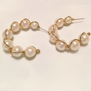 Jewelry - Pretty pearl and gold hoop earrings