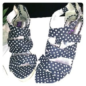 Polka dot poka Yoki black / white wedge shoe