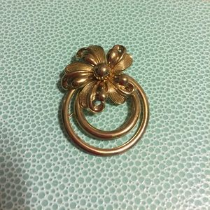 Jewelry - 🌹VINTAGE GOLD TONE FLORAL CIRCLE BROOCH 🌹