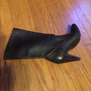 Shoes - BCBG Brown boots 👢