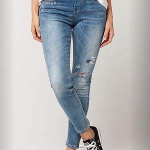 🆕 Tillys Embroidered skinny jeans NWOT Size 3