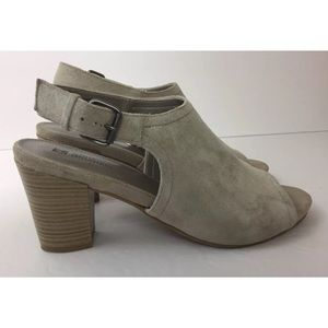 Woman's White Mountain Beige Suede Heeled Shoes9.5