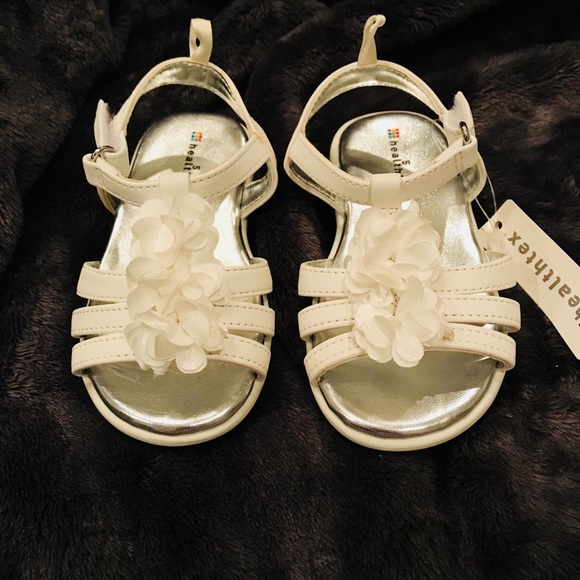 Shoes White Sandals With A Cute Decorative Flower Poshmark