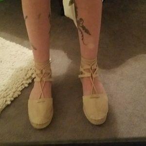 Adorable lace up shoes