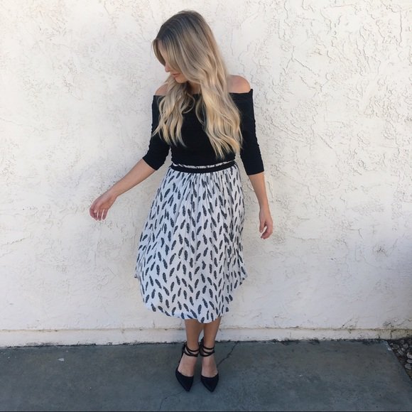 a5a0ce6325c H M Dresses   Skirts - H M Feather Print Skirt