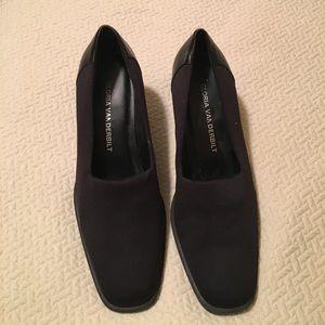Gloria Vanderbilt 'Marie' pump. Size 6. Black.