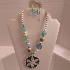 NWT  TRUE NECKLACE & EARRINGS RETAIL $22 C17