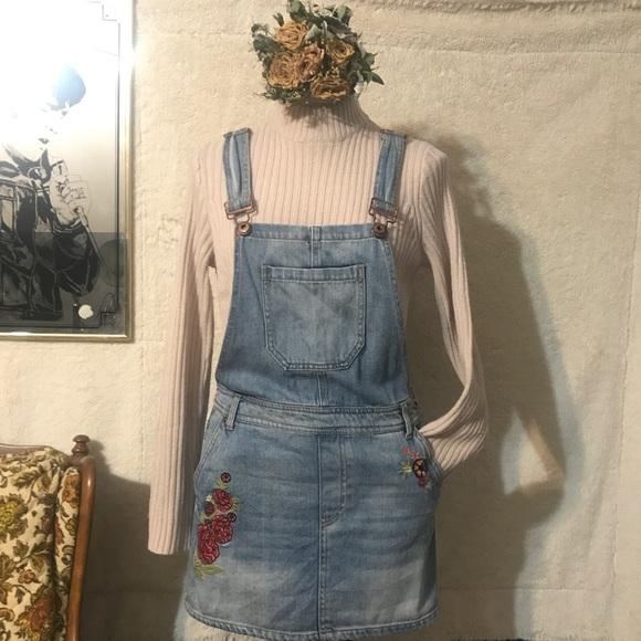 38ba6d37a94 Forever 21 Dresses   Skirts - FOREVER 21 embroidered denim overall dress!