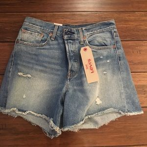 $70 Levi's Wedgie Short
