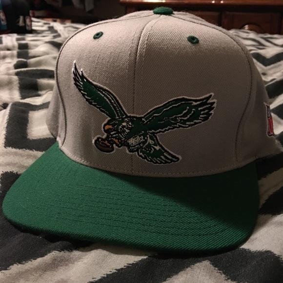 f3785520a1980 Philadelphia Eagles Vintage Logo Snap Back Hat. M 5a05bba7f0137d2c78079a8f