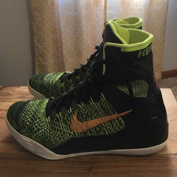 Nike Kobe Bryant Basketball Shoes. VICTORY