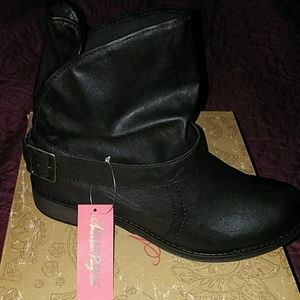 Size 9.5 American Rag black ankle boots