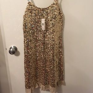 Dresses & Skirts - NWT Gorgeous Gold Cocktail Dress