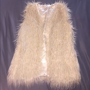 NWOT FALL/WINTER WARDROBE MUST HAVE faux fur vest