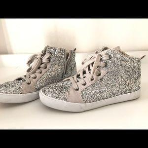 Gap sneakers size girls 4/women's 6
